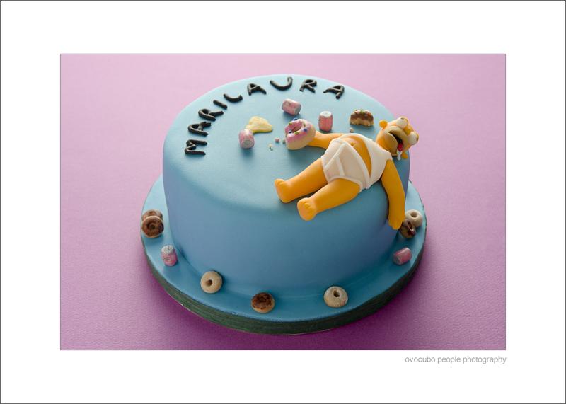 immagine di torta con Homer Simpson, birra duff e ciambelle