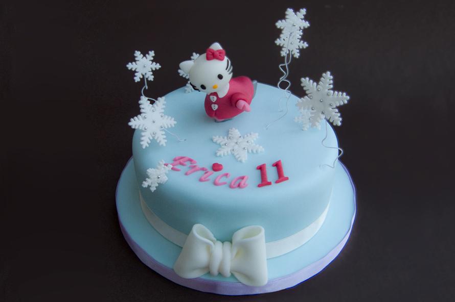 Torta Hello Kitty sui pattini da ghiaccio