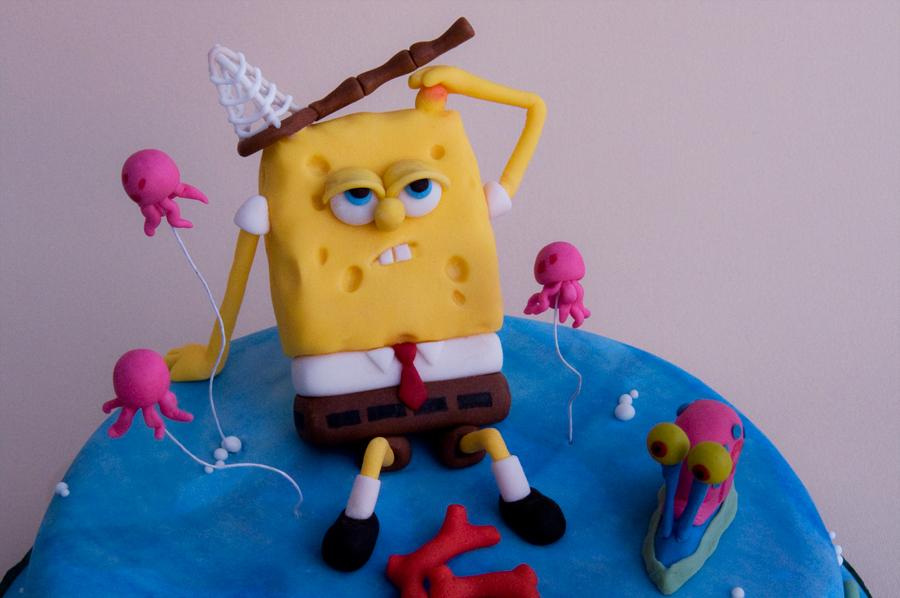 Particolare della figura di spongebob in pasta di zucchero.
