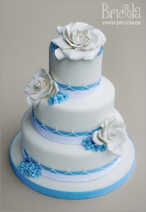 wedding cake gardenie e fiori azzurri
