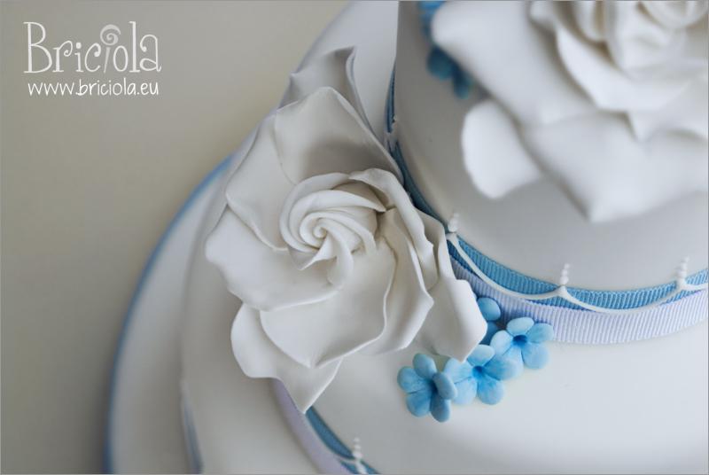 torta matrimonio - gardenie e fiorellini di campo